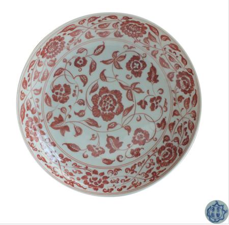 缠枝花卉纹釉里红大盘