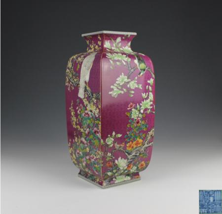 珊瑚红地扎道粉彩花卉四方瓶